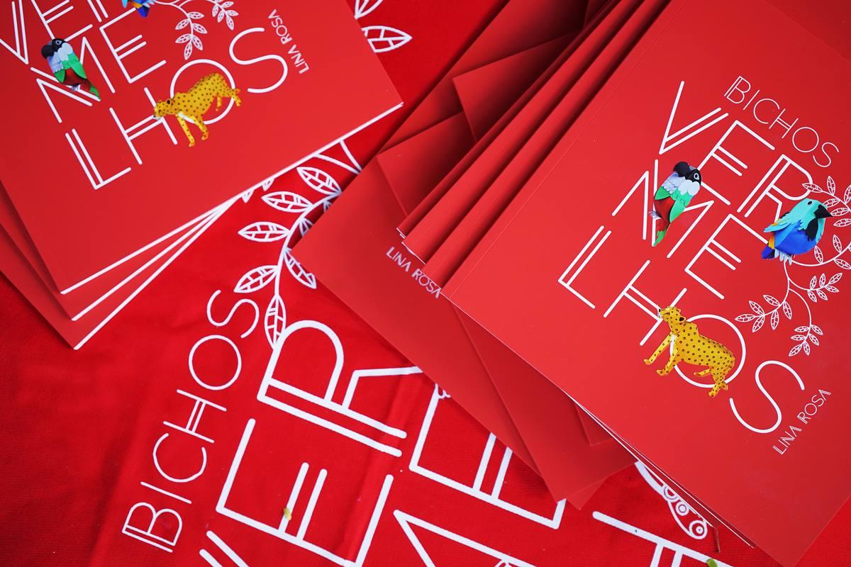 Bichos Vermelhos (Aliança Comunicação e Cultura) em roda de leitura na Vila 7.
